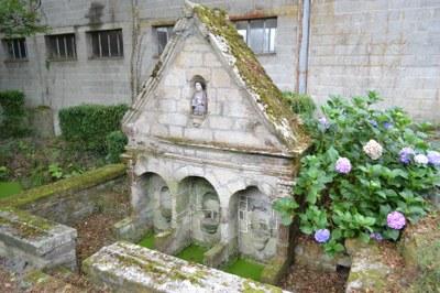 Fontaine Saint Gildas rue des fontaines